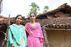 Saika Bano (16) and Saleha Bibi (17) in Modidih, Jharkhand (Credit: Tanmoy Bhaduri)