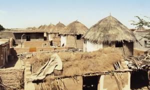 न्यू कोटड़ा स्थित घरों का आकार सिलेंडर की तरह है। इससे बाढ़ की स्थिति में पानी कोनों में जमा नहीं होता बल्कि चारों तरह बंट जाता है जिससे घर मजबूती के साथ खड़ा रहता है