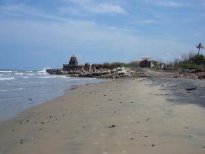 समय के साथ तमिलनाडु की समुद्र तट-रेखा में आए स्थानिक बदलावों के कारण समुद्र-तटीय धरोहरें क्षतिग्रस्त हुई हैं।