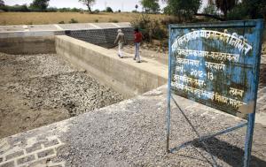 बुंदेलखंड क्षेत्र के महोबा जिले के चरखारी िवकास खंड में बने चेकडैम की यथास्थिति