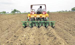 भारत में संरक्षित खेती का प्रारंभ 90 के दशक में जी.बी पंत कृषि विश्वविद्यालय द्वारा विकसित जीरो टिल सीड ड्रिल के साथ हुआ