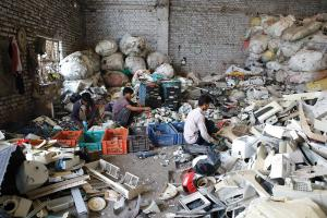 Labourers sort through plastic waste at the Tikri Kalan plastic waste depot. Most of the workers are migrants employed by local scrap dealers for about R300-400 per day (Photo: Vikas Choudhary)