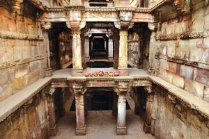 Constructed around 15th-16th century, Ashapura Mata ni vav is known for its wells located some 20 metres below the ground and intricate stone carvings. Today, it is surrounded by a residential colony in Ahmedabad. A temple that uses part of it for storage