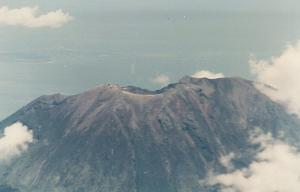 Bali's Mt Agung erupts again, grounding 450 flights