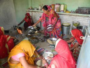 नौनिहालों को कुपोषण से निकालता पारंपरिक भोजन