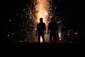 पहली बार भारत में जलाए जाएंगे ग्रीन पटाखे, फॉर्मूला तैयार है!