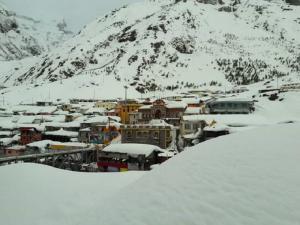Snow-laden Badrinath