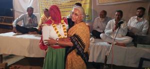 अवैध खनन के खिलाफ धरने पर हैं 25 गांव के लोग