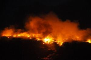 सुलग रही है भोपाल की लैंडफिल साइट, कई इलाकों में फैला जहरीला धुआं
