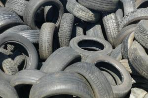 हवा में जहर घोल रहा है फर्नेस ऑयल से भी सस्ता टायर का ईंधन