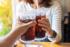 रोजाना कोल्ड ड्रिंक पीने से मौत के करीब पहुंच सकते हैं आप : स्टडी
