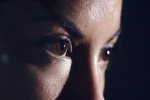 वैज्ञानिक अध्ययन: ध्यान केंद्रित करने में कैसे मदद करता है मस्तिष्क का मध्य भाग