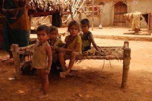 भारत में तीन में से दो बच्चों की मौत का कारण कुपोषण : सर्वे