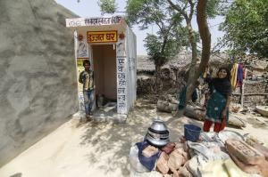 स्वच्छ भारत मिशन का जश्न मनाएं, लेकिन सावधानी से...
