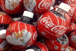दुनिया में प्लास्टिक कचरे को बढ़ा रहे हैं कोका कोला, नेस्ले और पेप्सीको जैसे नामी ब्रांड
