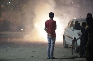 हमें दिवाली के दौरान पटाखे से क्यों बचना चाहिए