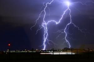 इस मॉनसून में आकाशीय बिजली ने ली 1311 लोगों की जान, 66 लाख बार गिरी बिजली