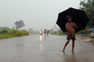 बुलबुल चक्रवात के पहुंचने से ओडिशा में भारी बारिश शुरू