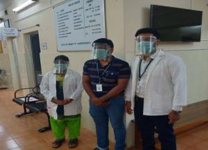कोरोनावायरस: डॉक्टरों-नर्सों को संक्रमण से बचाने के लिए उपकरण बनाने का काम तेज