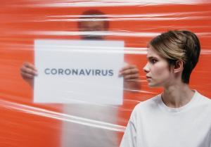 कोरोनोवायरस: मौत का जोखिम पुरुषों और बुजुर्गों के लिए ज्यादा क्यों है?