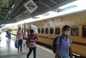 झारखंड में प्रवासियों की वापसी, जरा सी चूक कहीं पड़ न जाए भारी