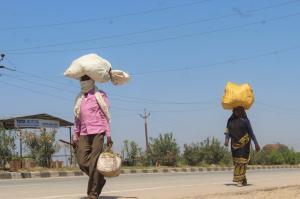 95 फीसदी प्रवासी अपने गांव-घर लौटना चाहते हैं: सर्वे