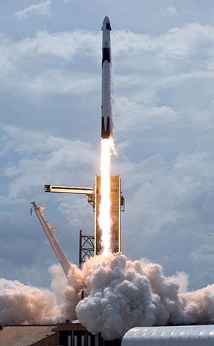 स्पेसएक्स कंपनी द्वारा डिज़ाइन किए गए विशेष रॉकेट