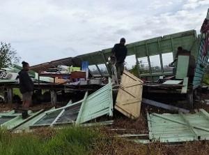 Devastation in Vanua Levu, Fiji. Photo: @ladenframe / Twitter