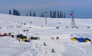 Winter tourists buoy up Kashmir's battered tourism sector