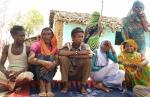जंगल से नाता टूटा तो मजदूरी करके पेट भर रहे हैं आदिवासी, दूर से पहचान लेते थे जड़ी बूटियां