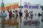 ओंकारेश्वर बांध प्रभावितों का जल सत्याग्रह शुरू
