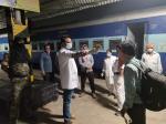 बिहार के लिए खतरनाक साबित न हो जाए भारी संख्या में प्रवासी मजदूरों का लौटना