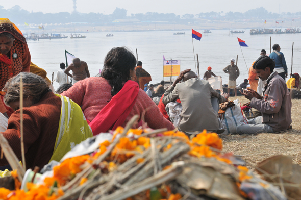 Sadhus and common people thronged the ghats throughout the dayPhotographs by: Meeta Ahlawat