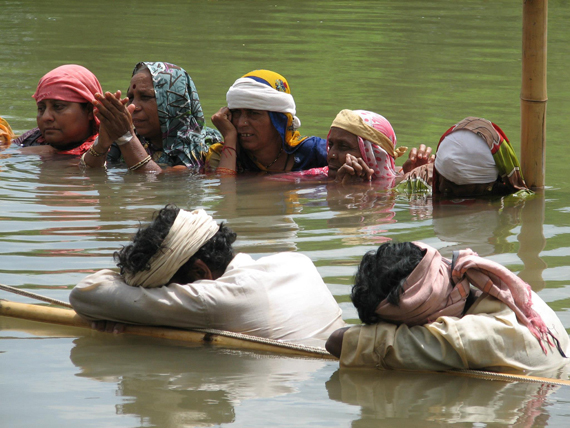 The jal satyagraha by Omkareshwar dam oustees in Khandwa district of Madhya Pradesh entered its 14th day on September 7. Fifty men and women, including elderly people, are sitting continuously in neck-deep water in the submergence area of the dam reservoir in village Ghogalgaon. They are protesting the denial of rehabilitation rights and violation of Supreme Court orders. In spite of the fact that of the oustees have not been rehabilitated, the government decided to increase the water level of the dam reservoir in the Narmada from 189 metre to 191 metre. People of Ghoghalgaon have been protesting the decicion since July 15 Photo courtesy: Delhi Forum
