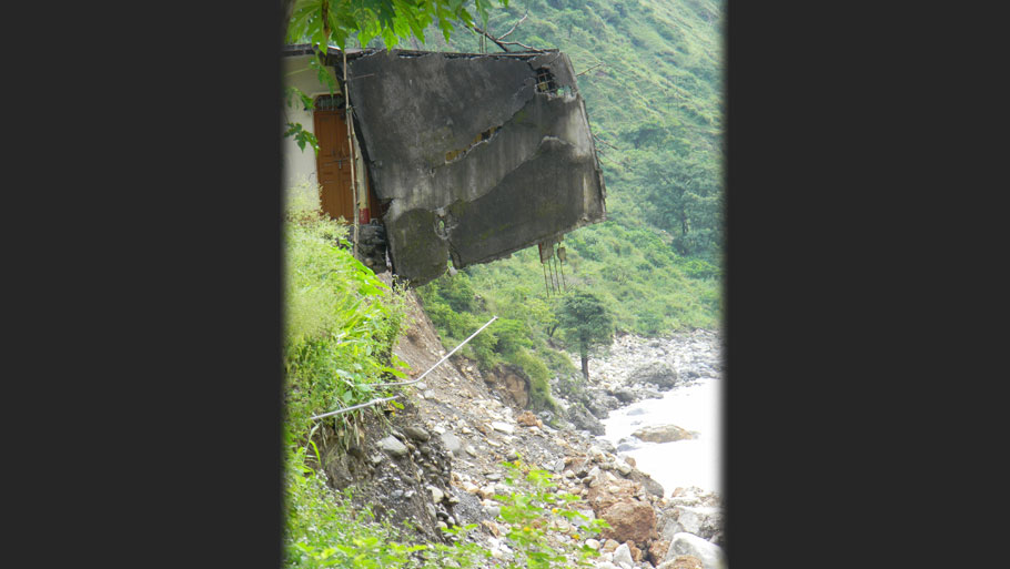 25 shops in Baluakot town of Dharchula sub-division of Pithoragarh caved into the Kaliganga river on June 17. The shop owners received a sum of Rs 1,900 recently as compensation  Photographs by: Soma Basu Read more: Uttarakhand floods: is the disaster human-induced?