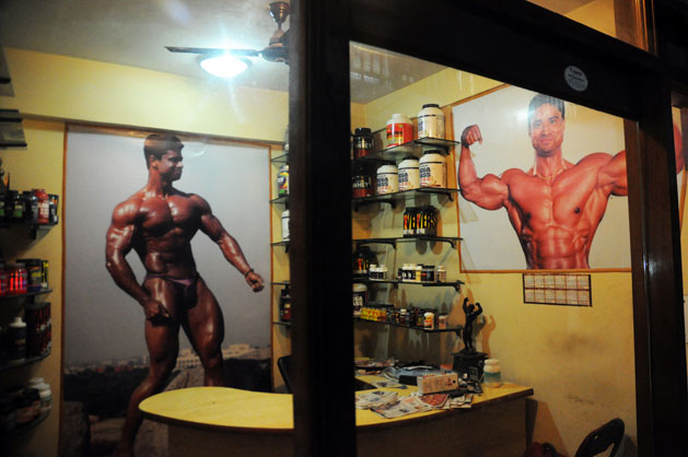 In Shaheenbag's gali number chhay is Unique gym. A dimly lit body factory in Delhi's Jamia Nagar where there is a surfeit of passion even though they cannot afford the costs of professional bodybuilding.Photographs by: Sayantan Bera