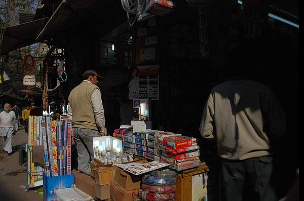 Bhagirath Market, New Delhi1998 - Multinationals including Philips and Osram begin selling CFLs in  India. CFLs start entering markets hitherto the sole domain of incandescent  bulbs(By Arnab Pratim Dutta (Reporter, Down to Earth)Photographs by Meeta  Ahlawat)