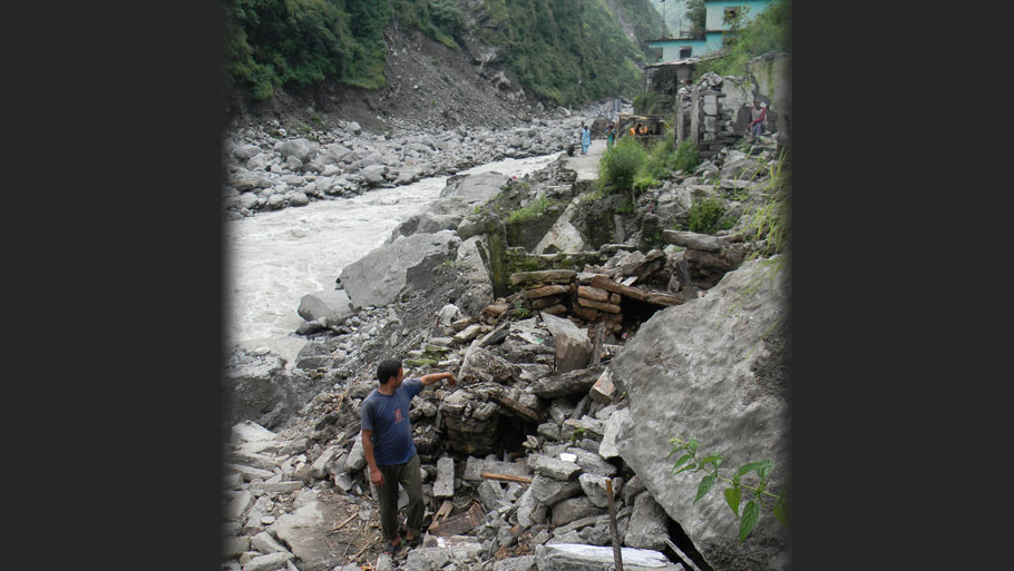 Road repairs on to connect Tawaghat to Dharchula  Photographs by: Soma Basu Read more: Uttarakhand floods: is the disaster human-induced?