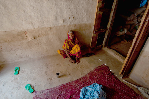 Kalli, wife of Basant lal, at her residence after attending her husband's last ritesRead full story:   Death on mounds of a bumper cropPhotograph by: Sayantoni Palchoudhuri