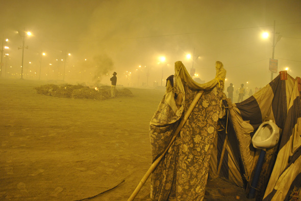 Cooking on open fire due to a lack of facilities and burning of waste enveloped the Mela grounds with smog. With so many pilgrims camping on the banks before Mauni Amavasya, air pollution became a real nuisance in the night Read also: Why the Ganga will remain dirtyPhotographs by: Sai Siddhartha N