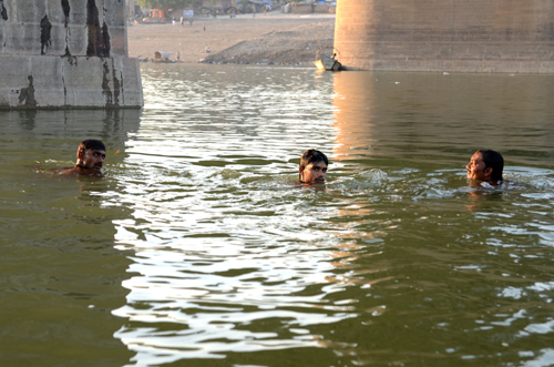 Members of the Allahabad Divers' Association at Gaughat Photographs by: Meeta AhlawatRead also: Natural highways