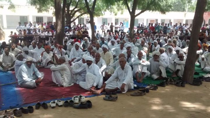 Village residents held a mahapanchayat to register their protest against the proposed landfill site (Photo: Jitender Bhadana)
