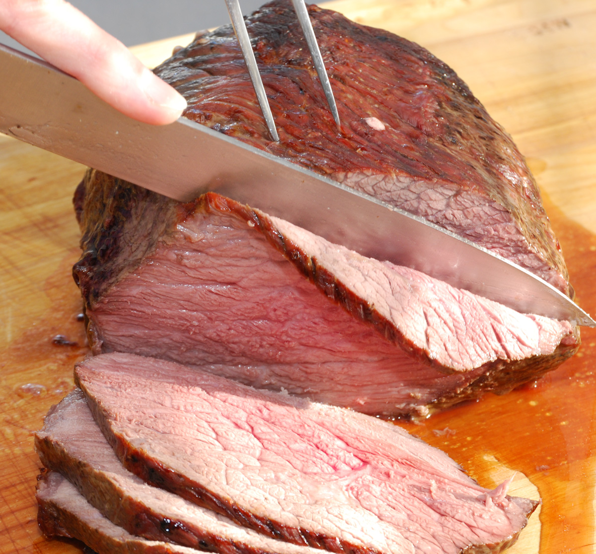 Cutting a joint of roast beef  Credit: Steve Johnson, Flickr