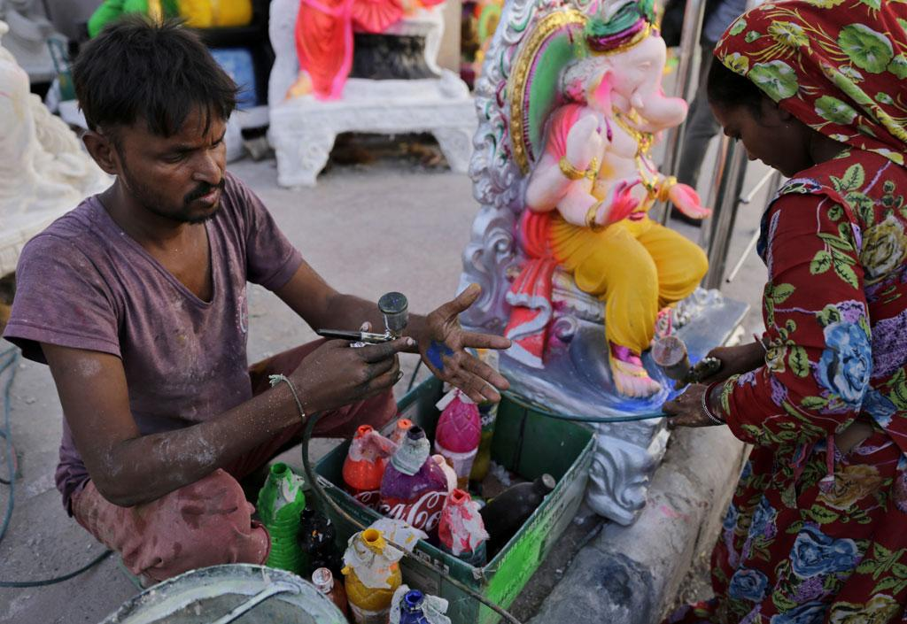 It is the time of Ganesh Visarjan, the day when idols of Lord Ganesha are immersed in water bodies. There are many artisans in Delhi who make Ganeshaidols. The artisans showcased in these pictures are from Jodhpur in Rajasthan who have been settled in Delhi for 20 years