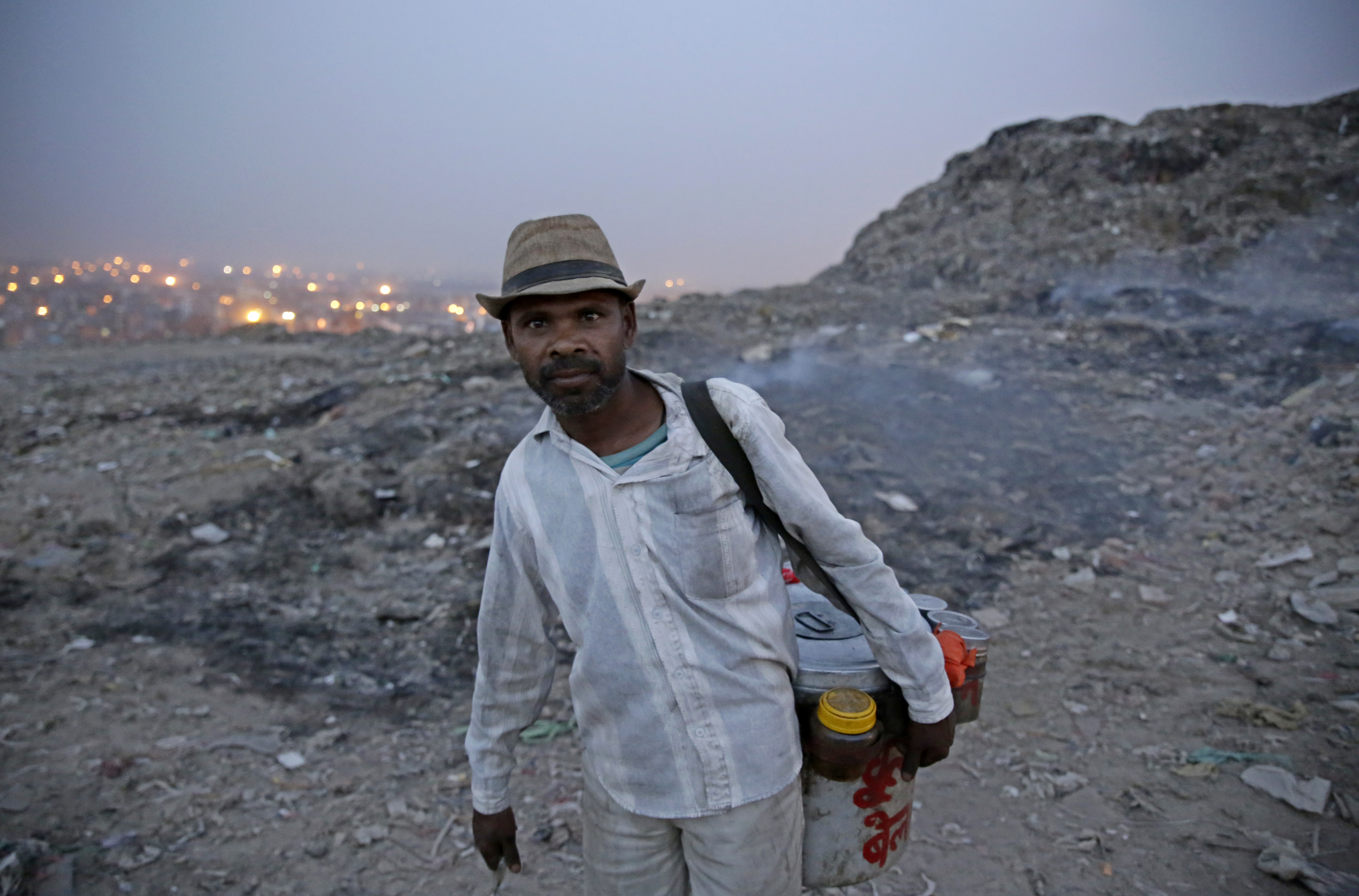 Mahamood Ali (45) has been selling sweetmeat and snacks to ragpickers for 15 years. Even though he has trouble breathing due to the fire, he cannot afford to discontinue working