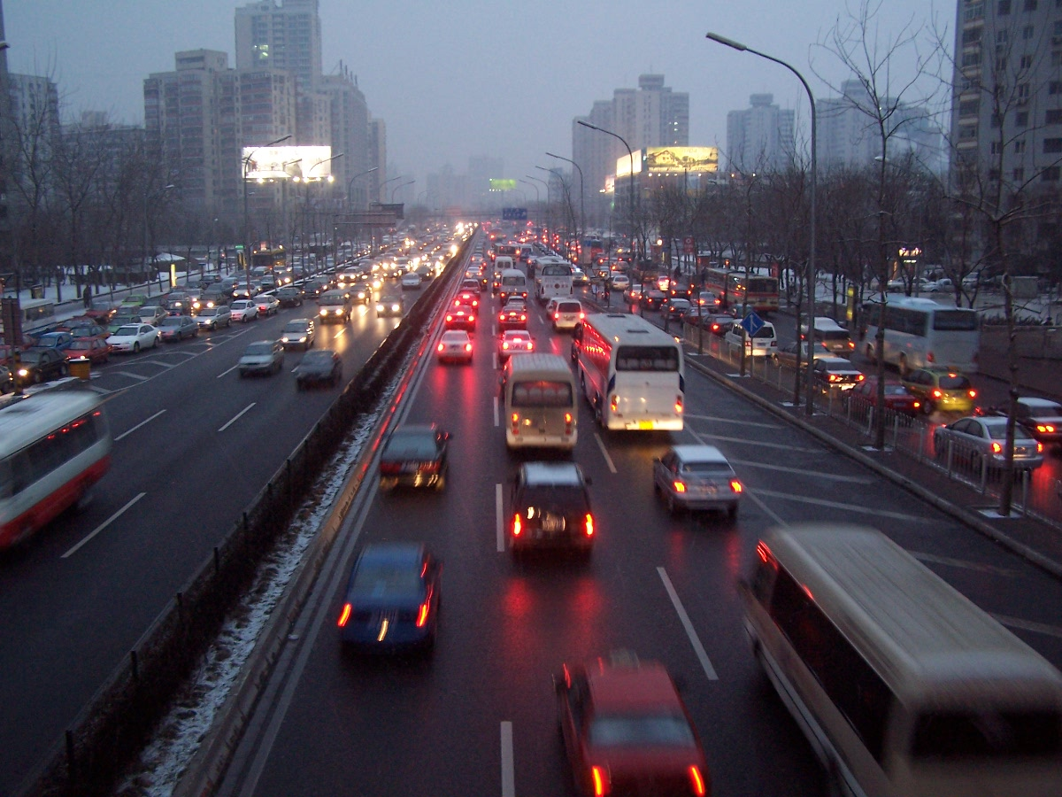 Beijing imposes traffic measures to curb air pollution