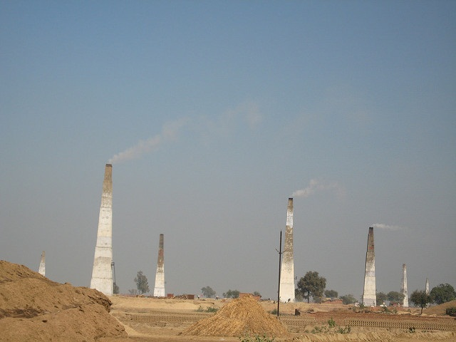 There are different types of brick-making technologies available in India. These techniques vary in terms of arrangement of bricks, fuel feeding, air flow and the method of achieving relative movement between air flow and bricks