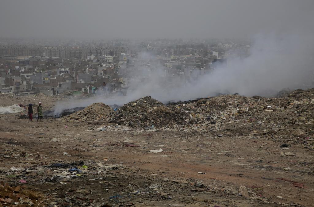 Fumes from the Bhalswa fire affect thousands who live close to the landfill (Photos by Vikas Choudhary)