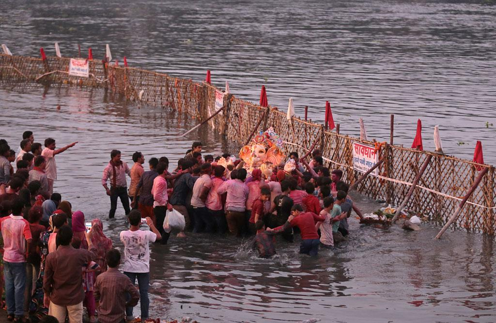 The issue of pollution crops up in the days leading up to the immersion as toxic chemicals used to make these idols endanger aquatic life. Studies by pollution board and scientists show a sharp rise in content of heavy metals like lead, mercury and cadmium in water bodies, following idol immersions