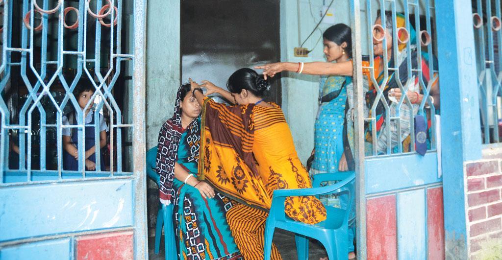 Paramedics visit ailing people at their homes (Photo: Kundan Pandey)